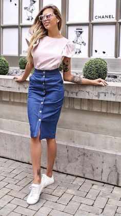 Modest Outfits, Skirt Outfits, Stylish Outfits, Smart Casual Skirt Outfit, Smart Casual Women, Skirt And Sneakers, Skirts With Boots, Jeans Rock, Dressing