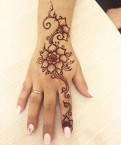 Nails and henna design Dulhan Mehndi Designs, Mehndi Art Designs, Henna Designs Easy, Beautiful Henna Designs, Mehndi Designs For Hands, Henna Flower Designs, Ankle Henna Designs, Henna Ankle, Hena Designs