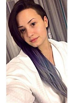 beautiful no make-up selfie AND purple hair?! don't know how she does it, but she does it!