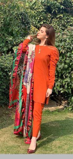 Simple Pakistani Dresses, Pakistani Fashion Casual, Indian Fashion Dresses, Pakistani Dress Design, Pakistani Outfits, Beautiful Dress Designs, Stylish Dress Designs, Designs For Dresses, Beautiful Dresses