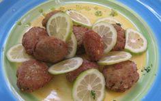 Polpette di pesce - Le polpette di pesce sono un piatto povero, se usate avanzi di pesce lesso, oppure raffinate se usate dei gamberi; in ogni caso sono buonissime e perfette come antipasto o secondo piatto, ed anche per accompagnare l'aperitivo