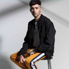 Zayn Malik is once again in the spotlight for Penshoppe. The singer appears in the brand's new Denimlab campaign. Malik dons Penshoppe's trendy denim fashions… Zayn Malik Photoshoot, Zayn Malik Style, Zayn Malik Fashion, Zayn Mallik, Jordan Barrett, Penshoppe, Denim Bomber Jacket, The Fashionisto, Boy Poses