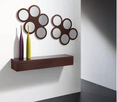 Recibidor de madera con detalle de flores estilo moderno