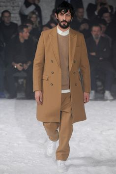See all the Collection photos from Ami Alexandre Mattiussi Autumn/Winter 2014 Menswear now on British Vogue Men Street, Street Wear, Duffle, Looks Street Style, Inspiration Mode, Camel Coat, Fall Winter 2014, Hipsters, Gentleman Style