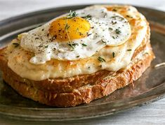 Croque-madame au jambon emmental ww – Plat et recette – Today we offer you one of the most popular quick snacks, ww emmental ham croque-madame; Snacks To Make, Quick Snacks, Healthy Snacks, Healthy Recipes, Dinner Healthy, Sausage Breakfast, Breakfast Recipes, Free Breakfast, Plats Weight Watchers