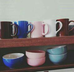 Bowls e canecas, 9,99 cada.