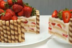 "Un desert frumos și incredibil de gustos: tort polonez ""Pani Walewska"" - Bucatarul Pie Dessert, Waffles, Biscuit, Deserts, Good Food, Sweets, Bread, Cheese, Cookies"
