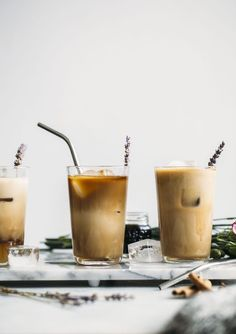 This Iced Lavender Dirty Chai Latte uses a simple and sweet lavender chai syrup to sweetened a traditional latte. Chai flavors plus lavender and coffee makes for one tasty drink! Non Alcoholic Drinks, Vodka Drinks, Yummy Drinks, Healthy Drinks, Yummy Food, Tasty, Beverages, Drinks Alcohol, Alcohol Recipes