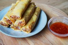 Vietnamese loempia's met kip Asian Recipes, Healthy Recipes, Ethnic Recipes, Tapas, Good Food, Yummy Food, Vegan Dinners, No Cook Meals, Cravings