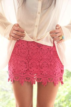 wish i could pull off this hot pink lace mini. gorgeous!