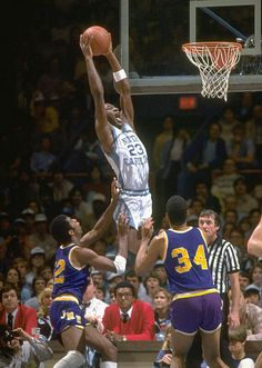Michael Jordan back in his college days Michael Jordan Unc, Michael Jordan Pictures, Jeffrey Jordan, Michael Jordan Basketball, Jordan 23, Michael Jordan North Carolina, Sports Basketball, College Basketball, Basketball Players