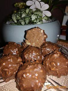 Recept za Najbolje Ferrero Rocher kuglice. Za spremanje poslastice neophodno je pripremiti eurokrem, napolitanke, lešnik, čokoladu, ulje, lešnik.