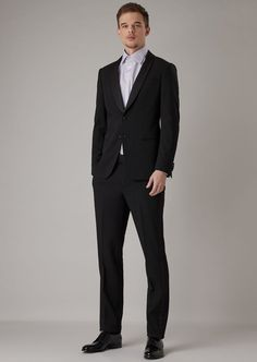 Fine materials and design for this by Giorgio Armani Men. Take a look at the official online store now. Giorgio Armani, Wedding Men, Wedding Suits, Mens Suits Near Me, Armani Ties, Smoking, Chic Bridal Showers, Mens Fashion, Matalan