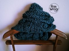 Teje un cuello infinito fácil y rápido con dos agujas | Soy Woolly Knitted Hats, Crochet Hats, Winter Hats, Knitting, Diy, Scarfs, Fashion, Beret, Long Scarf