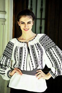 Romanian blouse from Transylvania ‹ Mihai Andrei Photography Ethnic Fashion, Boho Fashion, Womens Fashion, Fashion Design, Romanian Girls, Winter Typ, Vintage Gypsy, Embroidery Fashion, Folk Costume