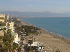 Playa de Torremolinos, bahía de Málaga y la Sierra Tejeda