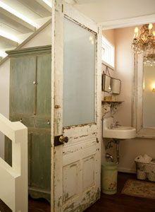Rustic farmhouse bathroom. #bathroom #bathroomdesign #bathroomremodel