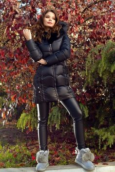 Atmosphere Fashion, Puffy Jacket, Moncler, Leather Pants, Jackets For Women, Sexy Women, Winter Jackets, Nylons, Outfits