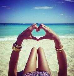 @Marci Lima  @Yadira Rivera García @?? ?? Alvarez  una asi las 4 en playa del Carmen !!! =D