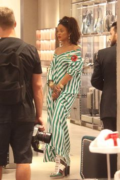 Rihanna wearing Gucci Finnlay Boots and Dolce & Gabbana Spring 2016 Striped Shirt Dress Best Of Rihanna, Looks Rihanna, Mode Rihanna, Rihanna Riri, Rihanna Style, Celebrity Look, Celebrity Dresses, Divas, Rihanna Outfits