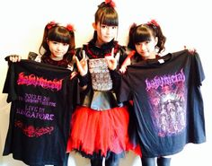 """BABYMETAL in Singapore!! Singapore solo concert limited edition T-shirt available at *SCAPE Ground Theatre.Check it!! pic.twitter.com/VDoIoKrwYg  """"BABYMETAL in Singapore!! Singapore solo concert limited edition T-shirt available at *SCAPE Ground Theatre.Check it!! pic.twitter.com/VDoIoKrwYg"""""""