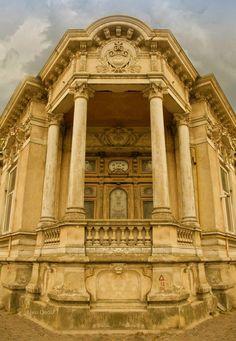 Arhitectura romaneasca veche in Braila - Foto Liviu Dediu Beautiful Castles, Beautiful Buildings, Bucharest Romania, Georgian, Beautiful Images, Portal, Architecture Design, Dan, Photos