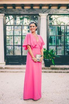 Look para invitada a una boda de tarde en verano Dresseos vestido largo rosa fucsia pink dress wedding look Crimenes de la Moda