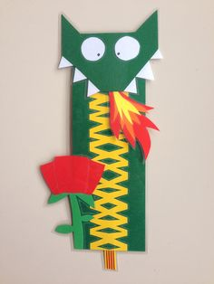 Punt de llibre Arts And Crafts, Paper Crafts, Diy Crafts, St Georges Day, Art Projects, Projects To Try, Library Art, Ideas Prácticas, Dragon Crafts