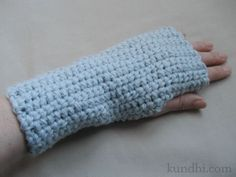 Quick and easy wrist warmer pattern by JKUNDHI