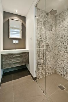 Shower with pebbles