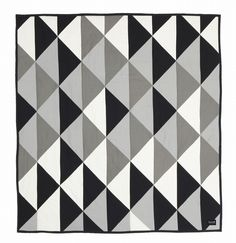 DIY-inspiration: Sengetæppe patchwork grå/sort/hvid fra ferm LIVING
