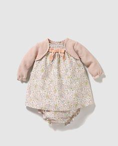 Vestido de bebé niña con estampado floral