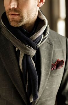 Excellent use of neutral colors. Love the scarf. Sophisticated and modern.