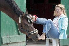 Bettina Eistel: Uma heroína sem braços a cavalo Horse And Human, My Horse, People Of Interest, Equestrian Style, Couple, Horseback Riding, Dressage, Beautiful Horses, Pony