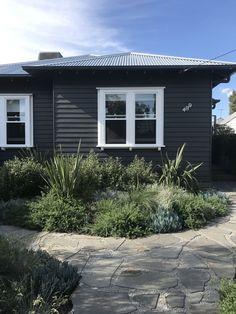 Australian Garden Design, Australian Native Garden, Kirkland House, Garden On A Hill, Rooftop Garden, Garden Inspiration, Garden Ideas, Exterior Design, Exterior Paint