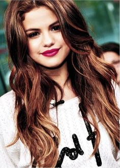 selena gomez pretty hair and makeup