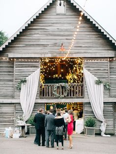 barn cocktail hour | geneoh photography #wedding