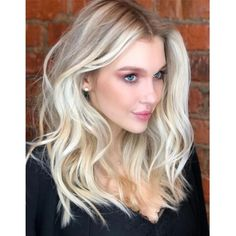 Here's Every Last Bit of Balayage Blonde Hair Color Inspiration You Need. balayage is a freehand painting technique, usually focusing on the top layer of hair, resulting in a more natural and dimensional approach to highlighting. Medium Hair Cuts, Medium Hair Styles, Short Hair Styles, Braided Hairstyles, Cool Hairstyles, Curled Hairstyles For Medium Hair, Medium Hair Braids, Balayage Blond, Platinum Blonde Hair