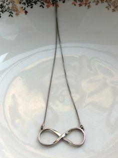 Colar Infinito Prateado - Silvery Infinity Necklace | Beat Bijou | Elo7