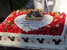 Strawberry Cake Decorations, Dessert Decoration, Cream Cake, Cake Decorating, Wedding Cakes, Birthday Cake, Sweets, Desserts, Food