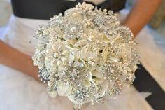 Trouwen in 2012: bruids-broche-boeket - Pinterested @ http://wedspiration.com.