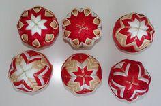 Vianočné ozdoby - patchwork gule zo stužiek,