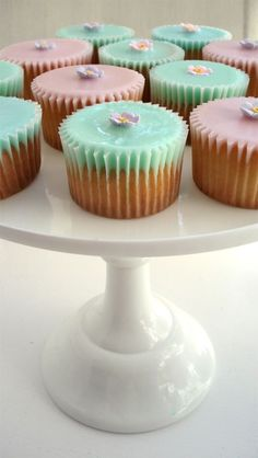 Love the simple colors #wedding #cupcakes #weddingcupcakes #mint #pink