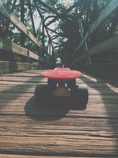 Our favourite type of skateboards for beginners are cruiserboards. - Our favourite type of skateboards for beginners are cruiserboards. Board Skateboard, Penny Skateboard, Penny Board Tumblr, Penny Boards, Cruiser Boards, Images Esthétiques, Skate Girl, Photo D Art, Cool Skateboards