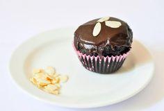 Kakaové muffiny s polevou Breakfast, Food, Morning Coffee, Essen, Meals, Yemek, Eten