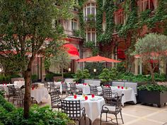 Courtyard at Hotel Plaza Athenee in Paris Hotel Plaza, Hotel Restaurant, Restaurant Interiors, Restaurant Ideas, Best Vacation Destinations, Best Vacations, Paris Hotels, Menorca, Tulum