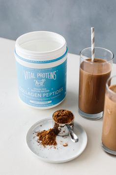 This chocolate collagen smoothie satisfies all your chocolate cravings and gives you a health boost with collagen peptides. With just 5 simple ingredients you're sure to make this healthy smoothie again and again. Apple Smoothies, Strawberry Smoothie, Healthy Smoothies, Vegetable Smoothies, Healthy Drinks, Penne, Best Smoothie Recipes, Healthy Recipes, Blender Recipes