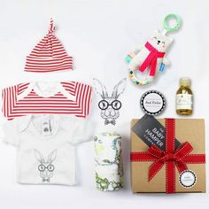 'Hello World' Baby Hamper makes the perfect new baby gift UK #babyhamper #babygifthamper #newbabygift #babygiftuk #babygiftbasket #babygift box #newborngift Unisex Baby Gifts, Newborn Baby Gifts, Baby Boy Gifts, Girl Gifts, Boy Baby Shower Themes, Baby Boy Shower, Baby Shower Gifts, Baby Gift Hampers, Baby Hamper