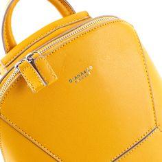 Žltá nemusí byť vaša obľúbená farba. Musíte však unať, že tomuto ruksaku naozaj pristane ;) Michael Kors Jet Set, Diana, Kate Spade, Zip, Bags, Style, Fashion, Handbags, Swag