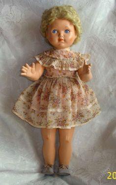 Stará panenka - chodička Girls Dresses, Flower Girl Dresses, Old Dolls, Vintage Dolls, Harajuku, Retro, Disney Princess, Wedding Dresses, Disney Characters